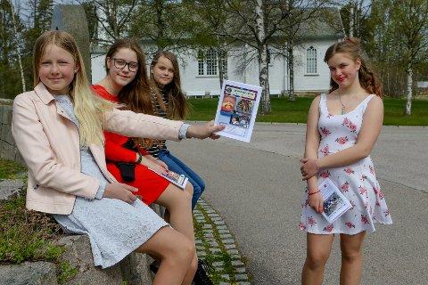 ENDELIG I MÅL: Fra v: Maiken Lundem, Amalie Arntzen Dahl, Ingrid Esekielsen Kvernenes og Irmelin Søderberg Kristoffersen med 38. årgang av Svinndalposten.