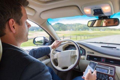 FØLG MED: Trygg Trafikk ber deg være ekstra varsom i bilen under langhelgen.