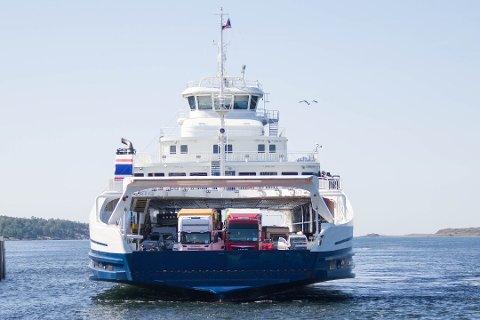 Tålmodighet er stikkordet for de som skal med Bastø-ferjene over fjorden fredag ettermiddag.