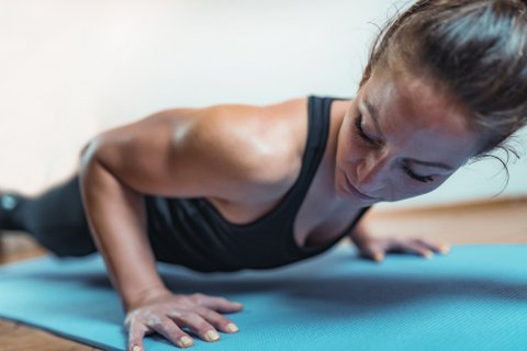HIIT (High Intensity Interval Training) kan anvendes på flere treningsformer – som for eksempel armhevinger.