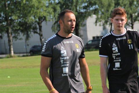 VÆRT MED FAMILIEN: MFK-trener Marijo Jovic forklarer hva han brukt de siste månedene på. Her fra onsdagens treningsøkt på Løkenfeltet.
