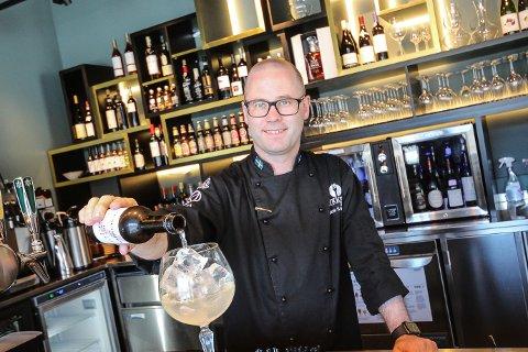 GRUNN TIL Å FEIRE: Innehaver av restaurant Tio, Patrik Schöning, har fått en knallstart på sitt nye spisested i Moss.