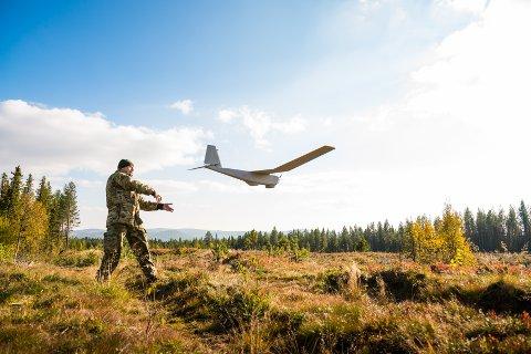 TRENING: Forsvaret skal bruke dronene til trening.