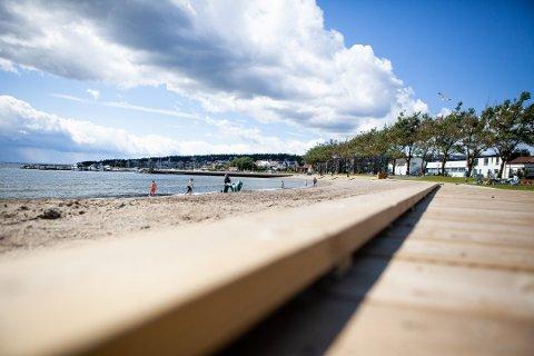 IKKE RYDDIG NOK: Sjøbadet var ikke ryddig nok for søppel og avfall fra sjøen til at kommunen kunne heve Blått Flagg som planlagt.