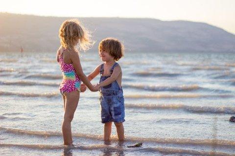 OBS: Ikke del bilder av barna dine ukritisk i sommer. Det kan gå helt galt.