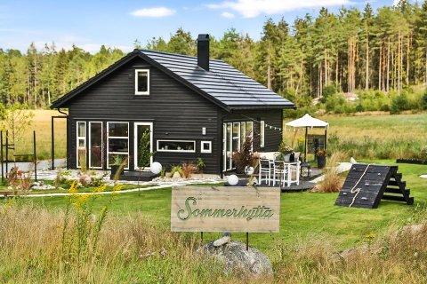 """SELGES: Hytta som Kjartan Haugen og Knut Ivar Pelerud vant på TV-programmet """"Sommerhytta"""" er nå lagt ut for salg."""