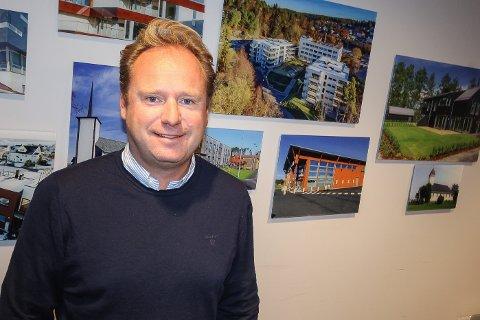 VIL BIDRA: Daglig leder Reinert Hersleth i Hersleth Entreprenør stiller opp dersom det blir et spleiselag for en ny bruløsning over Kanalbrua mellom Jeløya og Moss sentrum. - Vi vil ikke bygge mer før utfordringene med trafikken er løst, sier han.