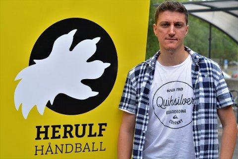 GIR SEG: Igor Koprivica har vært i Herulf siden 2018. Til sommeren er han ferdig som hovedtrener og sportssjef.