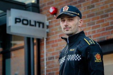 VOLDSHENDELSE: Krimsjef Daniel Holm ved Moss politistasjon forteller at en mann i 20-årene er siktet etter voldshendelsen på Melløs i helgen.