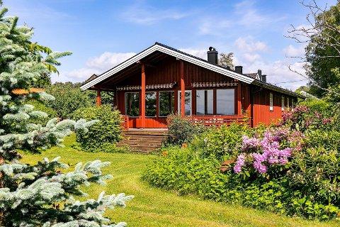 VESTVENDT: I tillegg til 109 kvm bolig, får kjøperne en tomt på 3000 kvm som ender opp i brygge og svaberg ut i Oslofjorden.