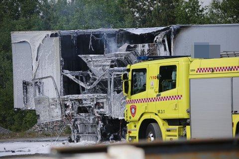BRANN: Brannvesenet rykket ut til en brann i dette kjøretøyet.