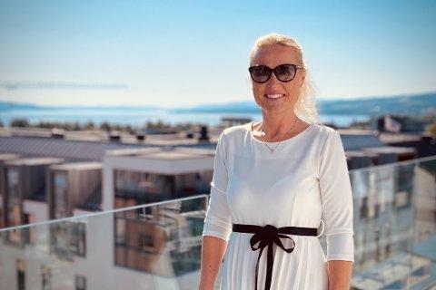 FLERE TRIKS I BOKA: Eiendomsmegler Silje Furuseth Aandalen har flere triks på lager når en bolig skal legges ut for salg.