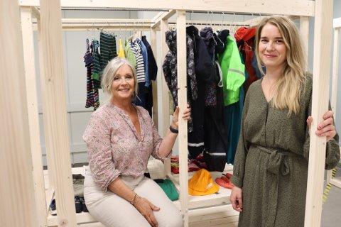 SPENTE: Liv-Irene Aas og Lotte Haugen er spente før åpningen av gjenbruksbutikken. Drivfaktoren er et brennende engasjement for klima.