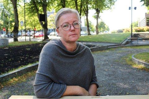 Kristin Johansen (44) er nærmeste pårørende til sin mormor (84), som er innlagt på Kalnes sykehus med lårhalsbrudd.