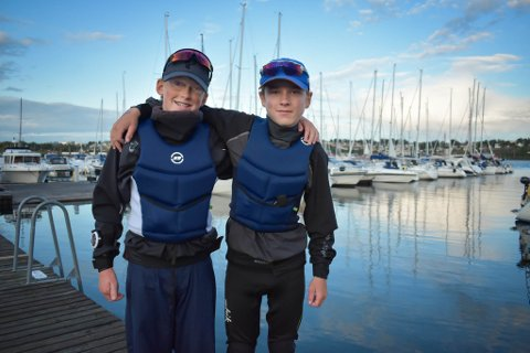 I NORGESTOPPEN: Cornelius Sannerud (t.v.) og Storm Kopperud tok sølv og bronse i NM i optimistseiling tidligere denne måneden.
