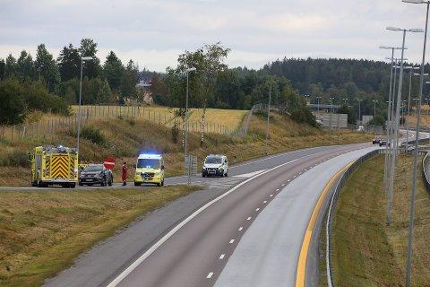 STENGT: Avkjøringsfeltet i retning Moss ble stengt etter trafikkuhellet.