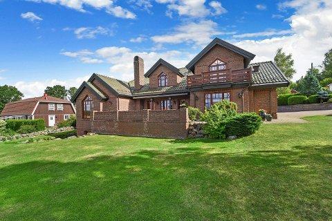 HØY PRIS: 22 millioner kroner er prisantydningen på dette huset i Baugsåsen på Feste i Rygge.