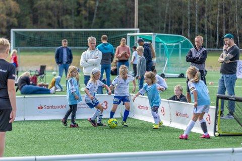 Det var mange håpefulle jenter som fikk en hyggelig helg i Idrettsparken i Råde.