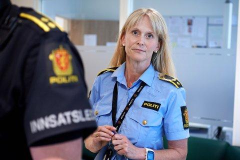 Etterforskningsleder: Line Marthe Fuglum Juliussen, seksjonsleder i politiet, forteller at det ikke er iverksatt noen form for beskyttelsestiltak for den gravide kvinnen som ble knivstukket i magen av en mann 7. desember.