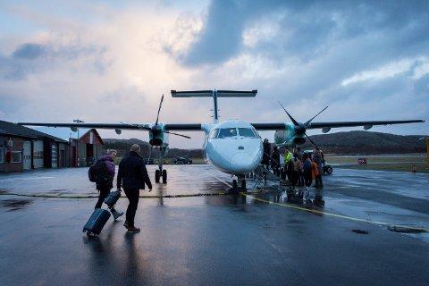 RØRVIK LUFTHAVN: Ferske tall fra Avinor viser at namdalingene er forsiktig i flybruken - enn så lenge. Per nå opererer flyhavnene med ordinær drift og fire fly daglig. Her fra Rørvik lufthavn.