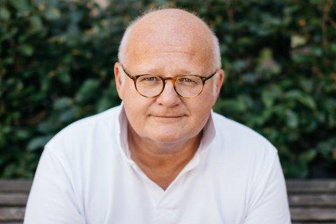 KOMMER: Den gjente Quiz-masteren Finn Bjelke starter årets Woodland-festival med Wood-quiz i NTE Arena.
