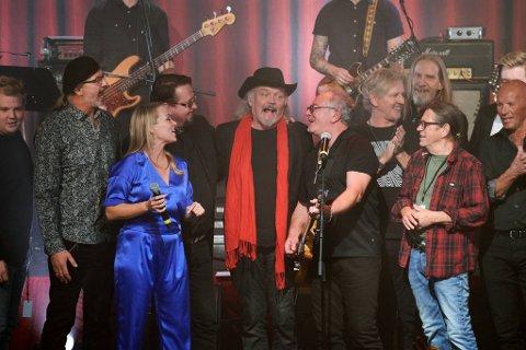 70-ÅRSFEIRING: Fredag 5. november blir det endelig feiring av Terje Tyslands 70-årsdag - med et kobbel av artister på scenen. Her fra 40-årsmarkeringa av Stakkars Klovn i NTE Arena i oktober 2018.