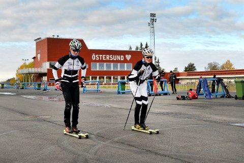 SKILLER LAG?: Brødreparet Andreas (til venstre)  og Anton Elvseth satser begge langrenn i Østersund. Nå er det mulig storebror Anton flytter på seg som følge av skolegang for samboeren.