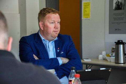 ORDFØREREN ØNSKER Å UTFORDRE TENSIO: – Nå som de planlagte oppgraderinger på strømnettet nå effektivt er stoppet, ønsker jeg å utfordre Tensio for å få avklaringer på hvordan Nærøysund kommune skal sikres nødvendig elektrisk kraft i fremtiden, sier Amund Hellesø.