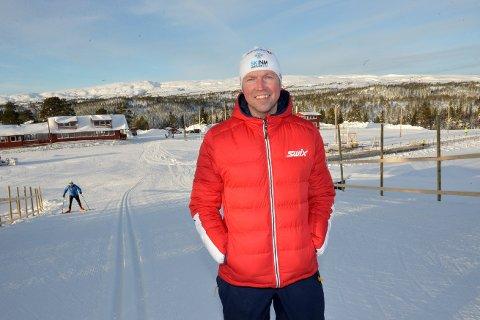 FOTBALLINTERESSERT: Frode Estil er gudfar til Estilprisen, og er en svært så ivrig fotballsupporter.  Han har latt seg sjarmere av Bodø-Glimt i 2020, og gleder seg over Brede Moes spill på høyeste nivå i norsk fotball.
