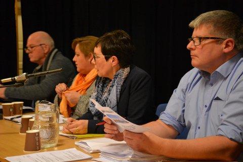 STRØMMING FRA 2021: Fra høyre rådmann Knut Toresen, ordfører Britt Helstad, Elin Vareide Lian og Magnar Bøkestad. Disse og flere til kan du følge live fra neste år.