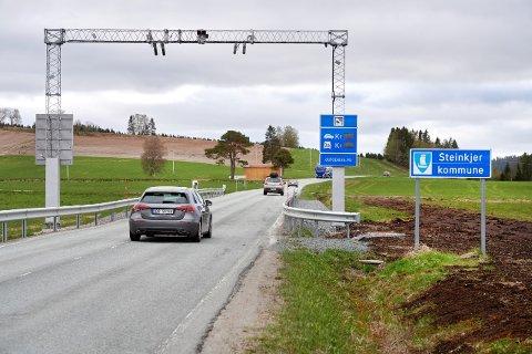 FORESLÅR BOMAVGIFT FOR ELBILER: Onsdag skal Hovedutvalg for veg i Trøndelag fylkeskommune behandle forslaget om at også nullutslippskjøretøy må betale for å passere bomstasjonene på fylkesveg 17: Dyrstad – Sprova – Malm.