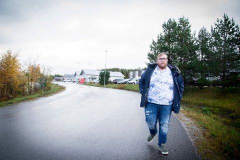 OPPOSISJONSPARTIENE HAR FUNNET PENGENE: Dag Erik Thomassen (H) forteller at Venstre, Senterpartiet og Høyre har funnet pengene som sikrer drift av både barnehagen på Værum og bassenget på Foldereid. – 1,2 millioner kroner er på plass for å sikre bo- og bli-lyst også i grendene.