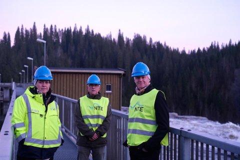 VANNKRAFT: SV vil fremme et lovforslag som gjør det mer lønnsomt å oppgradere eldre vannkraftverk. I oktober var varaordfører i Namsos, Kjersti Tommelstad sammen med fylkestingsrepresenatant Torgeir Strøm og stortingsrepresentant Lars Haltbrekken på besøk i nye Nedre Fiskumfoss kraftverk som er under utbygging.