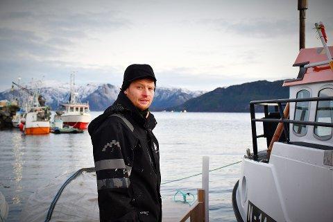 DAVIDS KAMP MOT GOLIAT: Fjord- og kystfisker Martin Kjølstad vet at han og de andre fiskerne i Kjella-fjorden blir som en liten mort i forhold til storlaksen SinkabergHansen. – Men vi har livets rett, vi også.