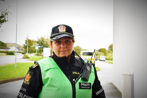 PRIORITET: Innsatsleder i politiet, Tonje Våden, forteller at politiet prioriterer å komme i kontakt med den eldre mannen med spaserstokk som søndag snakket med representanter av Røde Kors. – Vi ønsker å høre nærmere om de observasjonene han har gjort.