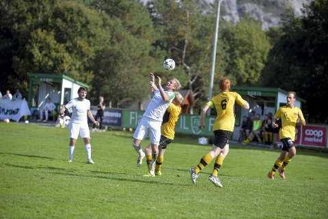 MARKANT NEDGANG: Alexander Breistrand er leder i Flatanger idrettslag og spiller på klubbens 5. divisjonslag i fotball. Han er ikke overrasket over de nedslående aktivitetstallene.