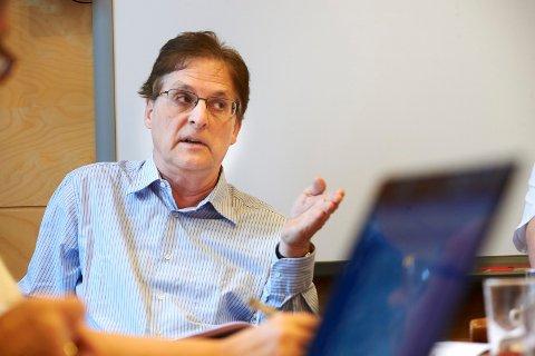 Forslag: Telemarkforskning foreslår at stillingen som assisterende kommunedirektør, som Roy. H. Ottesen (bildet) har i dag, inndras når han går av med alderspensjon.