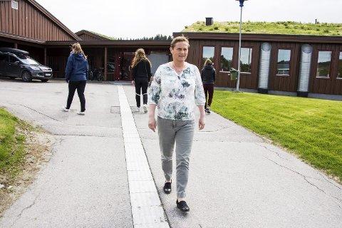 BEKYMRET: Rektor Anne Birgitte Steinsli Sklet ved Grong videregående skole mener fritt skolevalg kan få uheldige konskvenser for hele Namdalen.