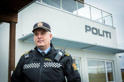 FERDIG MED UNDERSØKELSER: Frithjof Pedersen forteller at politiet er ferdige med undersøkelsene på stedet, og at det som står igjen er ett par avhør.