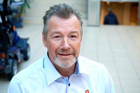 TAR OPP SAKEN I KOMMUNESTYRET: Stein Bakken, gruppeleder i Nærøysund Frp, foreslår at kommunestyret sender ei oppfordring til regjeringen og Stortinget om å oppheve vedtaket om forbud mot fiske av villaks.