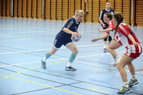 SPILLENDE TRENER: Theresa Kvarme Hansen skal lede Namsos-damene i 4. divisjon kommende sesong, sammen med Signe Kristine Jakobsen. Mangel på spillere gjør at klubben ikke stiller herrelag.