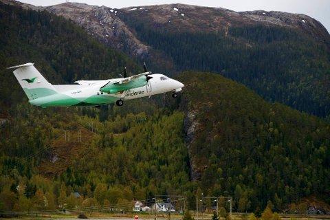 KUTTER: Fra 1. desember blir en rekke regionale flyruter kuttet. Rørvik lufthavn er blant flyplassene som får kutt i rutetilbudet i vintersesongen.