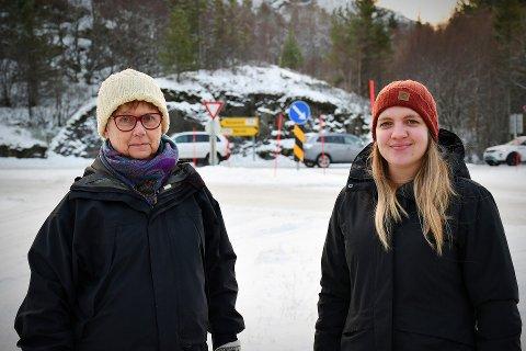 FRYKTER TRAFIKKULYKKER: Karin Gustavsson og Guro Karlsen i Ottersøy og omegn grendelag ønsker at Nærøysund kommune tar initiativ til å finne en bedre trafikkløsning i Ottersøy-krysset.