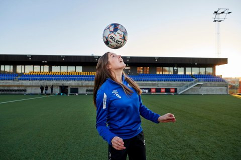 SNART TILBAKE: RBKs Elen Sagmo Melhus har vært ute av spill siden hun ble skadet i jun i fjor. Nå har 28-åringen håp om å være spilleklar til Champions League-kvalifiseringa i august. Her er Sagmo Melhus avbildet i Trondheims-Ørn-drakta, altså før klubben ble en de av RBK og byttet både navn og farger.