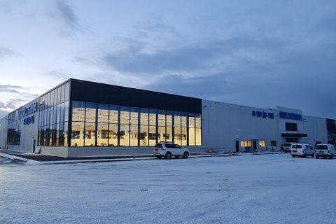 MODERNE: Det nye varehuset på Spillum har reist seg i løpet av høsten og vinteren, og er klar for åpning 22. februar.