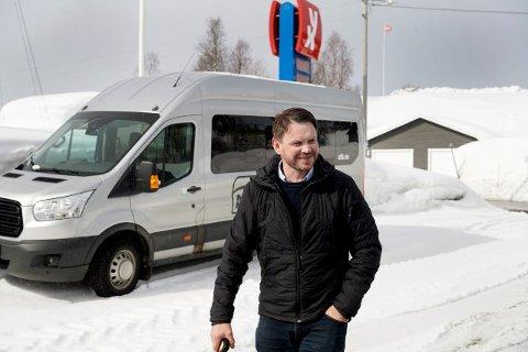 FEILVURDERING: Ordfører Hans Oskar Devik i Røyrvik sitter som medlem i Røyrvik kirkelige fellesråd. Mens tidligere rådmann Ola Peder Tyldum erklærte seg selv inhabil i saken på grunn av at hans samboer satt i rådet som kirkeverge, behandlet og stemte ordfører Devik over saken som ga det kirkelige fellesrådet 240.000 kroner i tilskudd. Nå har Statsforvalteren slått fast at Devik var inhabil, og saken må behandles på nytt.