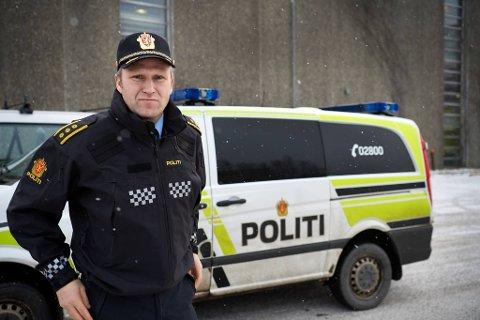 NEDGANG: Politistasjonssjef Svenn Ingar Viken sier at den totale kriminaliteten i området har sunket med over ti prosent i løpet av de siste fire årene. Samtidig har det vært en økning i anmeldelser som gjelder seksuelle overgrep og vold i nære relasjoner.