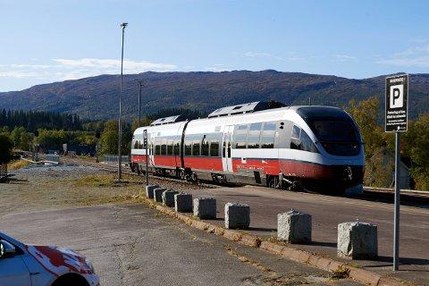 HINDRET IKKE TOGENE: Som et lite hell i uhell var det ikke trafikk på Nordlandsbanen da alt av signalkabler ble gravd av sist uke. Det betyr at ingen tog ble forsinket som følge av uhellet.