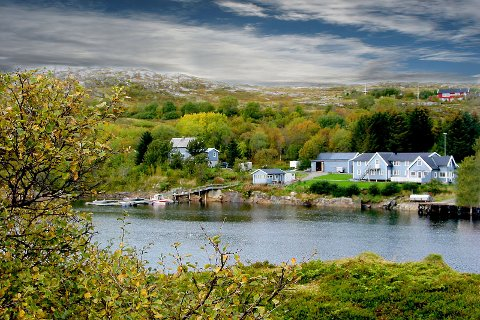 FISKECAMPEN: Campen på Austafjord, som har huset fisketurister siden 1996, er nå lagt ut for salg.