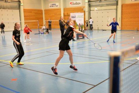AVLYSES TROLIG: Etter alle solemerker blir årets utgave av NamdalOpen avlyst. Dermed mister Grong  Badmintonklubb  nok en viktig inntektskilde. Her ser vi Grongningene Lene Sve og Anna Klinkenberg i da turneringa gikk av stabelen i 2020.